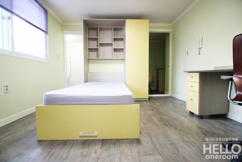 0cbd5c40f7e 침대를 펴면 가구 안쪽 수납장안에 개인물품이나 소지품들을 보관할수있는 수납공간도 넉넉하며, 오른쪽엔 큰 옷장공간이라 옷수납하기도  좋아요~!!